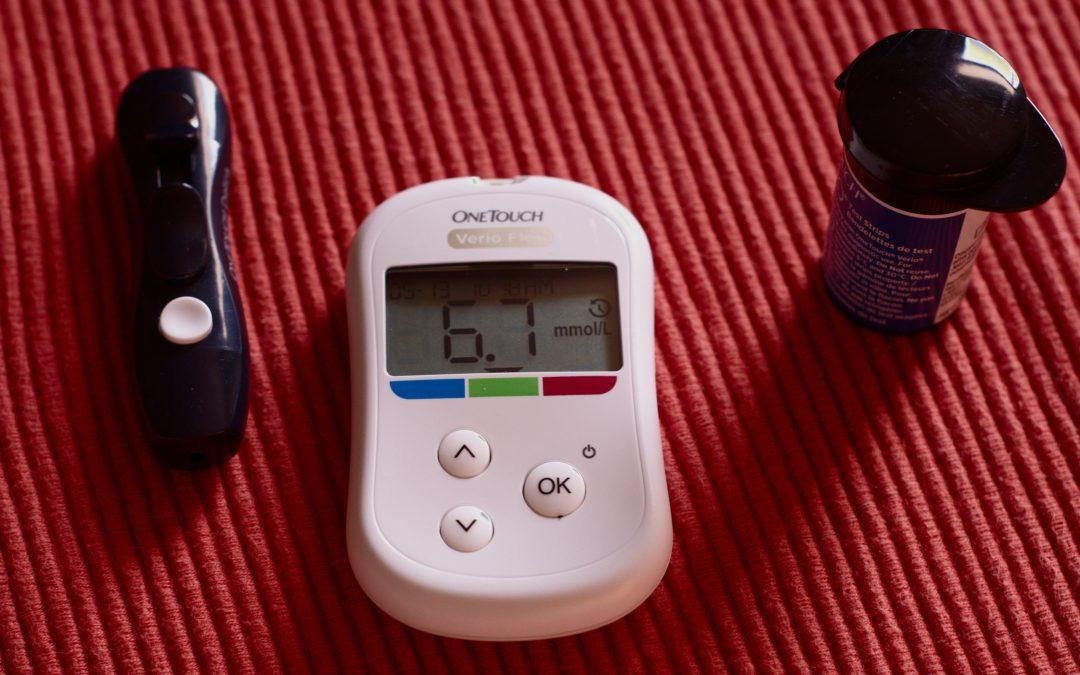 La importancia de medir tus niveles de glucosa y colesterol en sangre